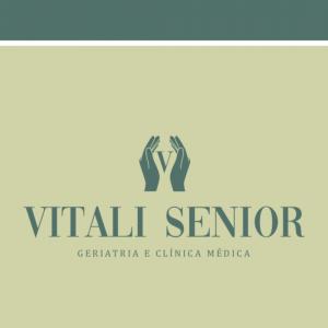 """Significado do logo Vitali Senior: As mãos """"zelam"""" os paciêntes e o """"V"""" representa o que a empresa Vitali deseja transmitir: seu compromisso e seriedade no cuidado dos pacientes."""